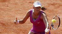 Petra Kvitová během zápasu s Ruskou Bratčikovovou na Roland Garros.