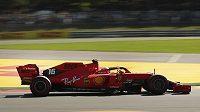 Charles Lecler z týmu Ferrari během prvního tréninku před Velkou cenou Belgie.