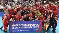 Hráči Budějovic se radují z vítězství.