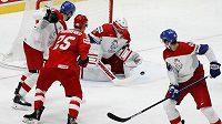 Brankář Šimon Hrubec, Radek Faksa a Rus Grigorenko v utkání o bronz na MS.