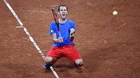 Český tenista Lukáš Rosol se raduje z vítězství nad Robinem Haasem