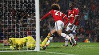 Marouane Fellaini z Manchesteru United jásá. Tomáš Vaclík v bráně Basileje poprvé v zápase inkasoval.