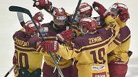 Radost jihlavských hráčů z druhého gólu v utkání 11. kola baráže o hokejovou extraligu s HC Energie Karlovy Vary.