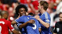 Radost fotbalistů Chelsea Williana, Ashleyho Colea a Tomáše Kalase (vpravo) po výhře nad Liverpoolem.
