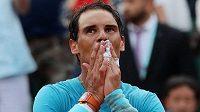 Španělský tenista Rafael Nadal tomu nejspíš nemohl chvíli uvěřit. Na French Open triumfoval už jedenáctkrát.