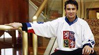 Hokejový brankář Petr Mrázek a jeho první fotka s českou reprezentací dospělých.
