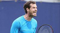 Andy Murray maká na svém návratu na kurty.