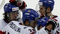 Čeští hokejisté do 20 let (zleva) David Pastrňák, Martin Procházka, Petr Šidlík a Ronald Knot se radují z branky do slovenské sítě.