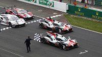 Slavný automobilový závod 24 hodin Le Mans byl kvůli pandemii koronaviru odložen na září.