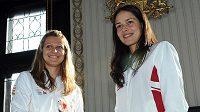 Finálový souboj Fed Cupu zahájí Lucie Šafářová (vlevo) a Ana Ivanovičová ze Srbska.