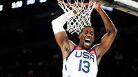 Basketbalista USA Bam Adebayo v přípravném zápase s Nigérií.
