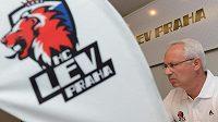 Trenér Václav Sýkora během tiskové konference v rámci prvního setkání hokejistů Lva Praha před novou sezónou KHL v holešovické Tipsport Areně.