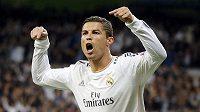Cristiano Ronaldo oslavuje gól, který vstřelil do Juventusu.