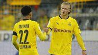 Hráči Dortmundu Jude Bellingham a Erling Haaland (vpravo) po zápase s Bayernem
