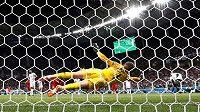 Ránu tuniského exekutora z penalty anglický brankář Jordan Pickford mimo tři tyče nevytěsnil.