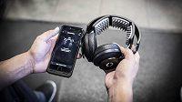 Skrývá se budoucnost sportu a hudby v nových sluchátcích?