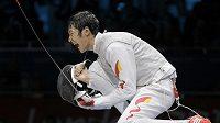 Číňan Lej Šeng se raduje ze zlaté medaile