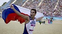 Moderní pětibojař David Svoboda slaví olympijský triumf a zisk zlaté medaile.