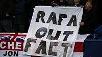 Rafael Benítez se na Stamford Bridge dočkal od fanoušků Chelsea nevřelého přijetí.