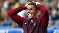 Střídaný Cristiano Ronaldo po Éderově brance nevěděl, jestli se smát, či plakat štěstím.