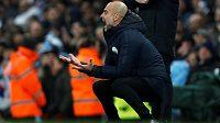 Trenér Manchesteru City Pep Guardiola v akci během utkání fotbalové Premier League.