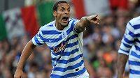 Obránce Queens Park Rangers Rio Ferdinand doplatil na své komentáře na twitteru.