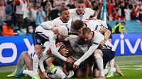 Obrovská anglická radost poté, co Harry Kane vstřelil v prodloužení vítězný gól semifinále EURO proti Dánsku.