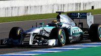 Lewis Hamilton při testech nového mercedesu v Jerezu.