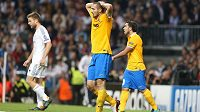 Obránce Juventusu Giorgio Chiellini zklamaně opouští hrací plochu stadiónu Santiaga Bernabéua.