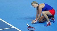 Česká tenistka Petra Kvitová ve finále Fed Cupu. K nedělní dvouhře už kvůli zranění nezasáhla.
