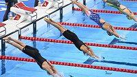 Finále závodu na 200 metrů volný způsob žen na OH v Tokiu. Česká plavkyně Barbora Seemanová (druhá zleva).