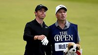 Rory McIlroy a caddie J. P. Fitzgerald při British Open.