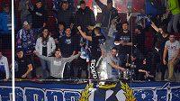 Kotel fanoušků Brna během utkání v Karlových Varech.