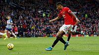 Marcus Rashford z Manchesteru United střílí na branku.
