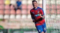 Plzeňský útočník Erik Pačinda se raduje z gólu do sítě Příbrami.