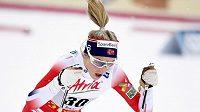 Therese Johaugová při závodu Světového poháru ve Finské Ruce.