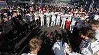 Jezdci formule 1 vyjadřují podporu Julesovi Bianchimu poté, co byl převezen do nemocnice se zraněními, kterým později podlehl.