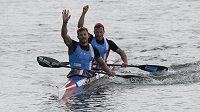 Třetí Jakub Špicar, Daniel Havel z ČR po finále K2 mužů na 1000 metrů.