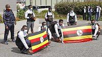 Ugandský vzpěrač Julius Ssekitoleko, jenž minulý týden na přípravném kempu v Japonsku opustil olympijskou výpravu a uprchl, se vrátil do vlasti. (ilustrační foto ugandské výpravy v Tokiu)