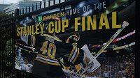 Na finále Stanley Cupu láká v Bostonu z plakátu i gólman domácího celku Tuukka Rask.