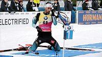 Francouz Martin Fourcade při sprintu SP v Kontiolahti.