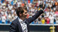 Brankář Iker Casillas se loučí s fanoušky Realu Madrid.