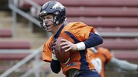Quarterback Denver Broncos při přípravě na jubilejní padesátý Super Bowl.