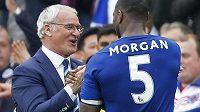 Trenér Claudio Ranieri slaví s Wesem Morganem, autorem vítězné trefy Leicesteru v ligovém klání se Southamptonem.