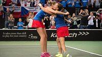 Karolína Plíšková a Barbora Strýcová oslavují vítězství ve finále Fed Cupu v Praze.