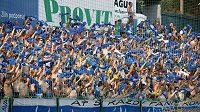 Fanoušci Baníku při utkání ve Zlíně. Ještě relativně v klidu.