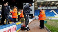 Fotbalista Leicesteru Rijád Mahriz před pohárovým utkáním s Peterboroughem.