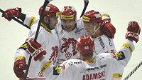 Hokejisté Třince se radují ze vstřelení gólu. Zleva Tomáš Linhart, Jiří Polanský, Martin Adamský a Daniel Krejčí.