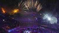 Ohňostroj při zahajovacím ceremoniálu MS ve sjezdovém lyžování v rakouském Schladmingu.