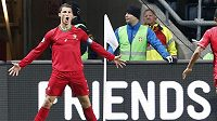 Portugalec Cristiano Ronaldo slaví gól proti Švédsku.